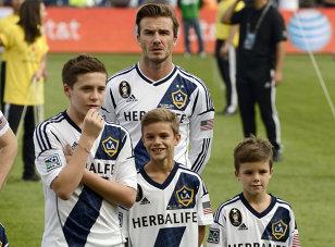 """Fiul cel mare al lui David Beckham a încercat să o cucerească pe Selena Gomez, dar a trăit o mare dezamăgire: """"E devastat"""""""