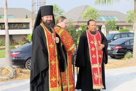 FOTO | Ce transformare! Un medaliat olimpic la Sydney s-a făcut preot şi slujeşte în Thailanda