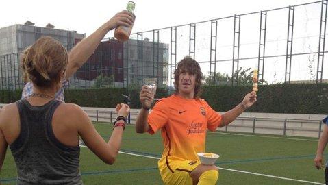 """Îl credeai în stare de asta? La Barça până şi """"durii"""" ştiu să facă show! VIDEO Puyol este genial în ultima campanie"""