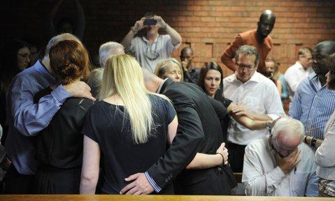 Ipoteză şocantă: Reeva era însărcinată când a fost ucisă de Oscar Pistorius!