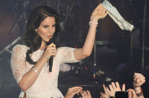 Lana Del Rey, moment ciudat pe scenă