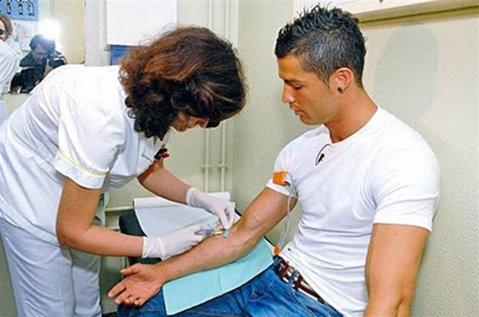Cristiano Ronaldo a donat sânge pentru victimele accidentului feroviar din Galiţia