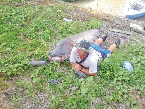 Recordul de 115 kilograme! Un campion mondial la popice a dat lovitura la pescuit