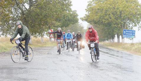Cu bicicleta la mare! FOTO: Ultima baie, dar numai în ploaie