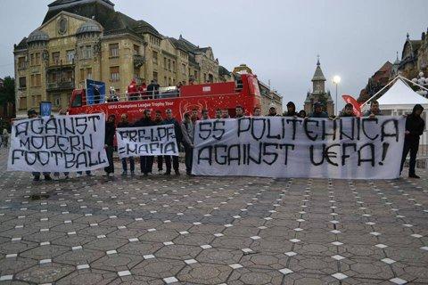 Suporterii Politehnicii Timişoara au protestat împotriva UEFA. FOTO