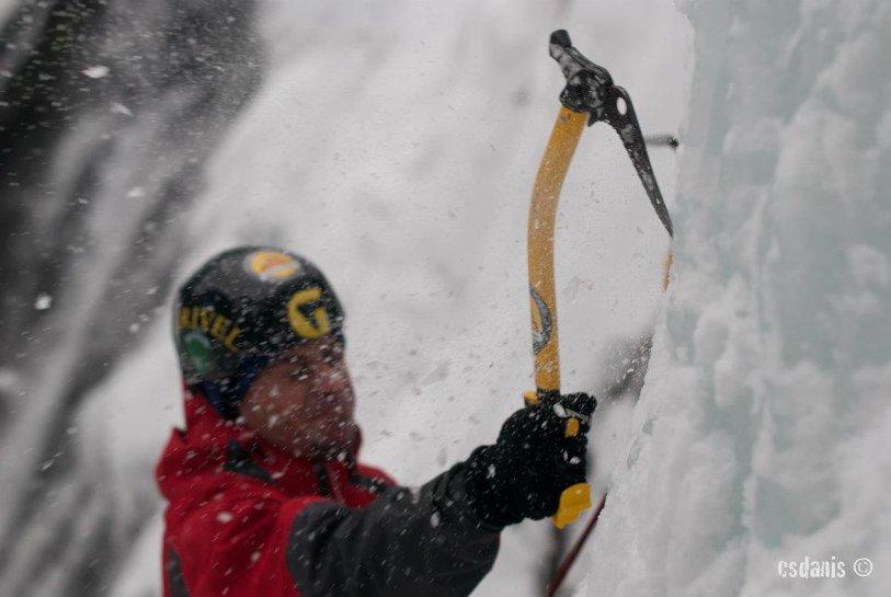 Cum supravieţuim blocaţi în zăpadă? Un luptător MMA explică ce e de făcut