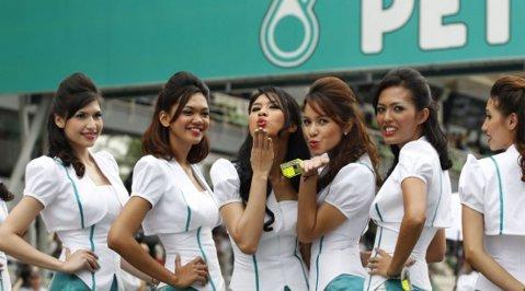 O incursiune la paddock-uri înainte de cursa de la Sepang