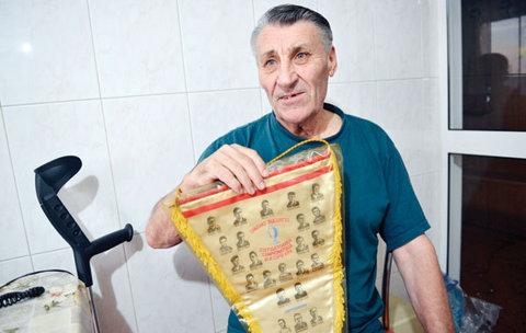 Frăţilă, gloria uitată. Vara trecută, legenda lui Dinamo a donat un fanion unicat, vechi de 50 de ani, pentru muzeul clubului. În mai 2014, nu a fost invitat la inaugurare