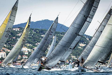 Regata Petrom Bricul Mircea şi-a desemnat câştigătorii. 27 de veliere au defilat de Ziua Marinei alături de Bricul Mircea şi au înfruntat furtuna în cursa offshore