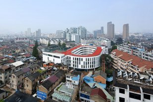 """""""Made in China"""". O şcoală primară din Taizhou a construit cea mai bizară pistă de atletism"""