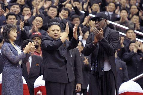 """Dennis Rodman, în lacrimi: """"Primesc ameninţări cu moartea! Vreau ca lumea să ştie că nu pot să îi cer favoruri lui Kim Jong-un. Nu ştiu dacă e adevărat ce se spune, că şi-a decapitat unchiul"""""""
