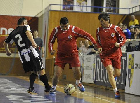 Generaţia cu suflet de aur. Foştii internaţionali au jucat fotbal pentru a-l ajuta pe medicul de la SMURD care suferă de leucemie
