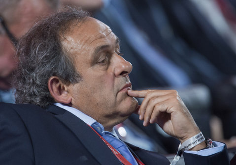 Platini, hăituit de FIFA. Francezul ar putea fi sancţionat din nou pentru că a fost văzut la o ceremonie fotbalistică petrecută în Dubai