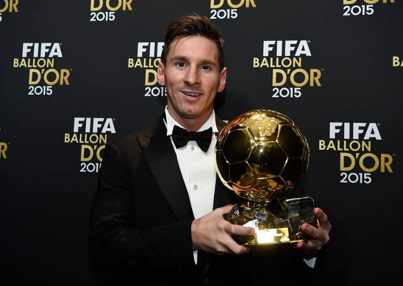 """Messi a cucerit Balonul de Aur, al cincilea al carierei, Ronaldo a ieşit pe locul doi. Luis Enrique, cel mai bun antrenor al anului. Cum au votat Raţ, Iordănescu, Messi şi Ronaldo şi cum arată  """"11-le"""" ideal din 2015"""