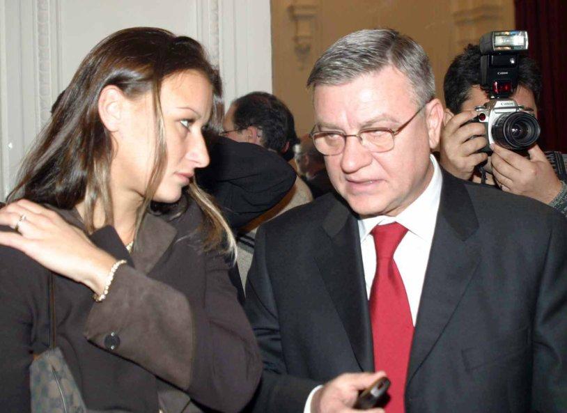 Ancheta DIICOT în fotbal | Banii UEFA, scoşi din circuit printr-un contract de consultanţă cu Raluca Sandu. Moda consultanţei în fotbal şi cazul milionului de la FIFA dispărut în Guatemala