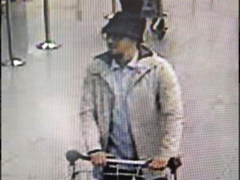 Al treilea atentator de pe aeroportul din Bruxelles a călătorit anul trecut în Anglia şi a fotografiat un stadion de fotbal