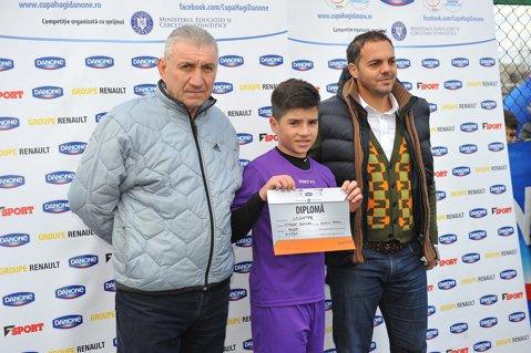 Nepotul lui Ilie Bărbulescu, campion la Cupa Hagi şi premiat chiar de bunicul lui, fostul fundaş al Stelei