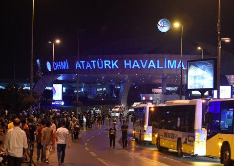 """Momente terifiante trăite de un fost stelist pe Aeroportul """"Ataturk"""" din Istanbul. Andrey: """"Era sânge pe podea, iar oamenii strigau teroriştii! Un poliţist mi-a pus pistolul la cap"""""""