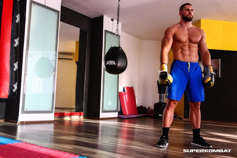 Cine e noul star din Superkombat. Are 1,93 m, 103 kg şi e bodyguardul starurilor de la Hollywood   FOTO