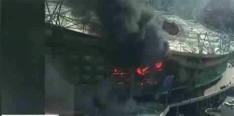 Perla Chinei a luat foc. Arena celor de la Shanghai Shenhua, noua casă a lui Carlos Tevez, a fost acoperită de flăcări. VIDEO | Imagini apocaliptice cu stadionul cuprins de flăcări