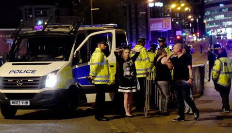 Atac terorist soldat cu cel puţin 22 de morţi şi 59 de răniţi la Manchester Arena, după un concert! Anunţul făcut de şeful Poliţiei, reacţia clubului Manchester City şi mărturii de la faţa locului
