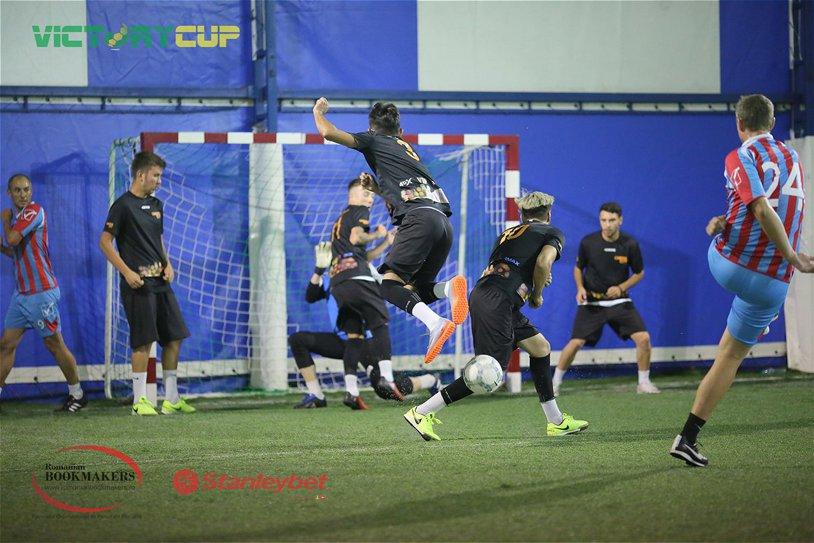 Minifotbalul devine un fenomen în Bucureşti. Foşti campioni ai României s-au reprofilat şi fac spectacol pe sintetic. VEZI unde poţi să joci fotbal alături de prieteni şi de superfotbalişti