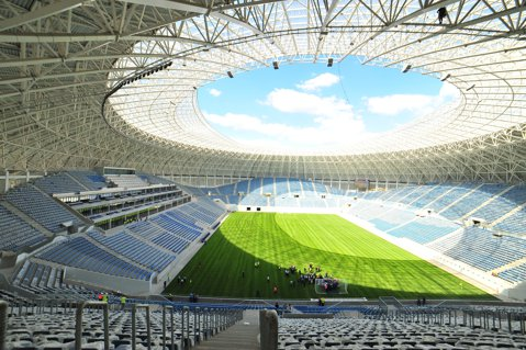 """Incredibila epopee a stadionului de la Craiova. Cum a ajuns să fie """"inaugurată"""" de nenumărate ori o arenă sportivă de 52,6 milioane de euro, dar cu probleme de construcţie şi a cărei finalizare a întârziat deja un an"""