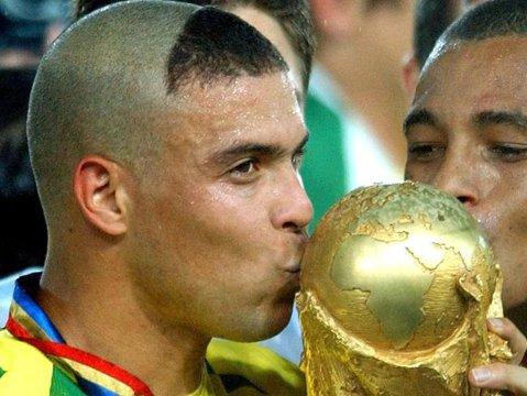 """Ronaldo a dezvăluit secretul frizurii din 2002! """"Fenomenul"""" s-a inspirat după un personaj din desenele animate"""