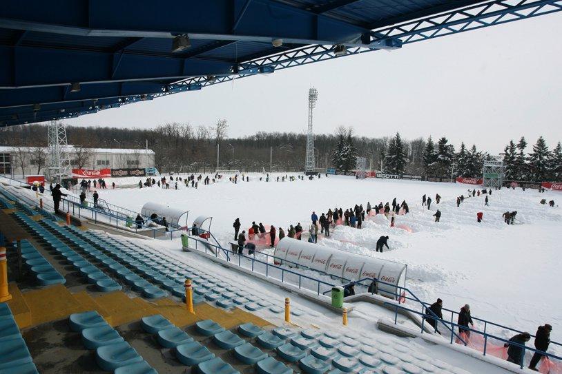 Incredibil: meciul U19 România - Serbia, pentru calificarea la Euro, s-a mutat la Ploieşti pentru că terenurile din bazele FRF de la Mogoşoaia şi Buftea au instalaţia de încălzire stricată, iar federaţia a uitat să le deszăpezească!