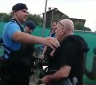Lecţia României frumoase! Jandarmul înfumurat din imagine, pus la punct de un om de rând. Ireal ce s-a întâmplat