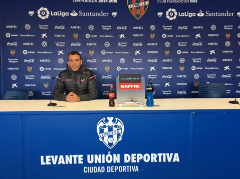 """Un antrenor român de la Levante dezvăluie care este diferenţa dintre copiii noştri şi cei spanioli: """"Ei se antrenează non-stop cu mingea, noi – cu hamuri!"""""""