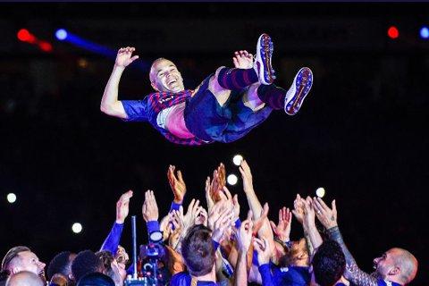 REPORTAJ | La ultima noche de Don Andres. Aşa am trăit, pe viu, ultimul meci al lui Iniesta la Barcelona: sărbătoare amestecată cu lacrimi. FOTO & VIDEO
