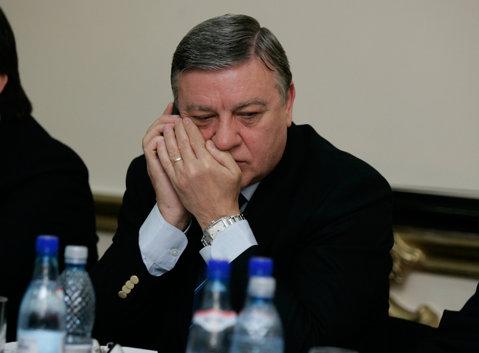 """Mircea Sandu: """"Ştiu că am telefonul ascultat şi de aceea mai arunc câte o vrăjeală!"""""""