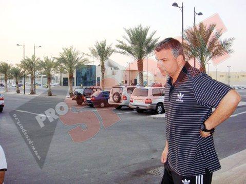 Fotbal şi bani! Viaţa lui Olăroiu în Qatar!
