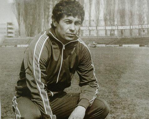 """Vezi povestea unui meci special al lui Mircea Lucescu: """"Fugi, 'nea Mircea, fugi!"""""""