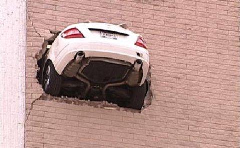 """VIDEO! Aşa ceva chiar n-ai văzut! Cea mai tare """"parcare"""" din istorie"""