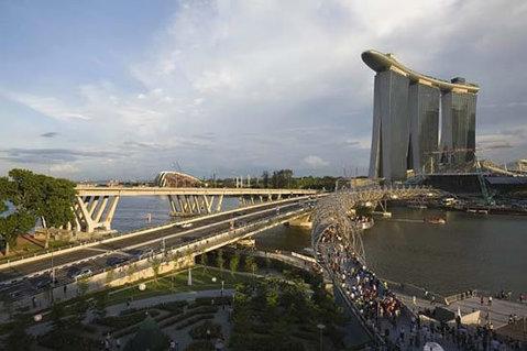 Cel mai scump hotel din lume şi-a deschis porţile. Atracţia: cea mai mare piscină deschisă, aflată la etajul 55 - FOTO
