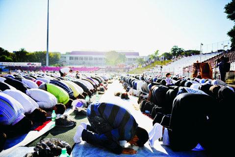 """Bairam în """"Groapă""""! Ramadanul a strâns pe stadion mai mulţi oameni decât meciurile lui Dinamo"""