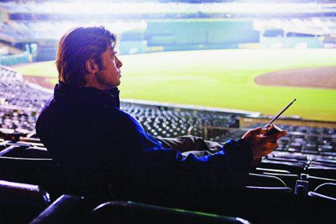 Cel mai bun manager e Brad Pitt! Celebrul actor american joacă rolul omului care a revoluţionat baseball-ul american