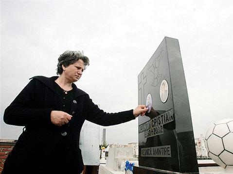 Şi-a dat viaţa pentru Craiova, dar acum e uitat de Adrian Mititelu! Scrisoarea emoţionantă a unei mame îndurerate