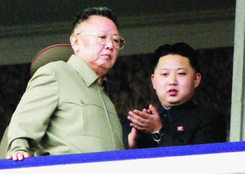 """A murit """"liderul iubit""""! Kim Jong-il a decedat la vârsta de 69 de ani"""