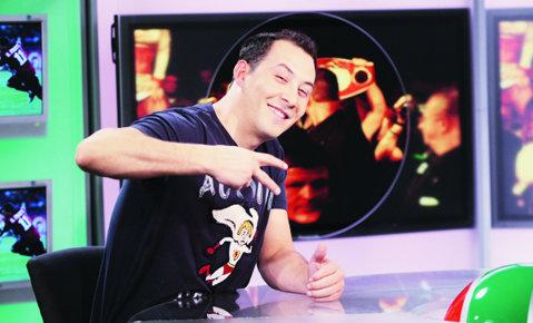 """S-a apucat de box la şapte ani, iar Bute este idolul lui! """"Nu-mi plăcea să mă bat, mai mult am încasat"""" Cum a reacţionat 'Vocea României' când a fost felicitat de Mister KO"""