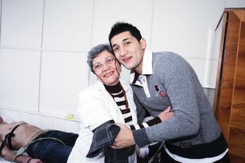 """""""Mama"""" juveţilor! A testat medical toţi sportivii craioveni, de la Balaci şi Cîrţu, la fraţii Costea"""