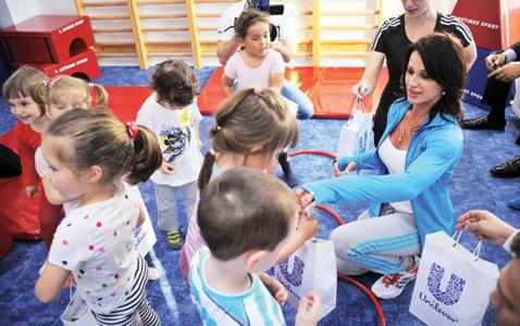 Profa Nadia! Zeiţa de la Montreal le-a fost antrenoare pentru o zi micuţilor ce s-au alăturat programului MiniMe