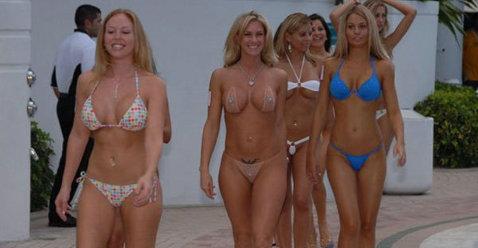 Exerciţiile la sala de fitness şi-au spus cuvântul! Cele mai sexy femei trecute de prima tinereţe