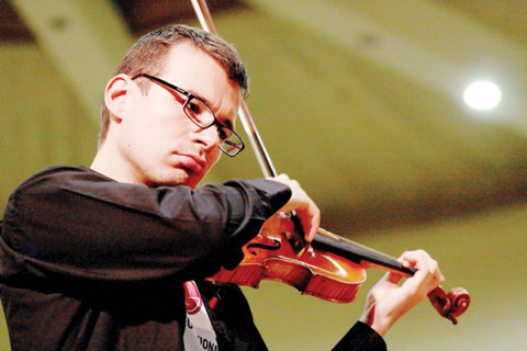 """Cântă la Stradivarius, dar face şi sport! INTERVIU EVENIMENT cu violonistul Alexandru Tomescu: """"Ţara e ceea ce facem noi din ea să fie"""""""