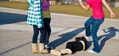 Imagini şocante. VIDEO - Bătaie între fete la o şcoală din Asia.