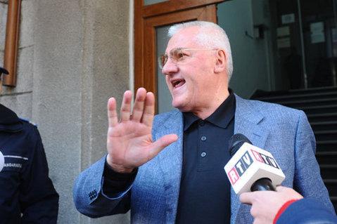 Mitică, de un comic absurd! Badea i-a propus preşedintelui Ligii să dea lovitura de start în Dinamo-Barça. Răspunsul lui Dragomir îl umple de penibil