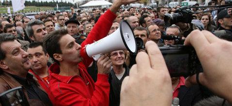"""Mircea Badea îi invită pe """"smardoi"""" la o bătaie în stradă: """"Hai să facem lupte!"""""""