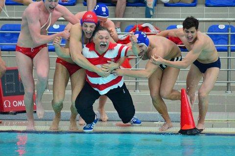 Antrenor la apă! Poloiştii de la Dinamo Bucureşti, campioni naţionali la juniori I